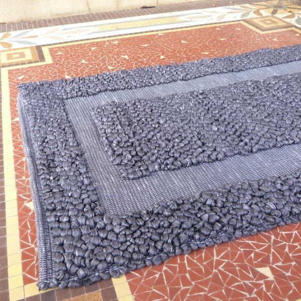 Tapis salle de bain couleur gris fibres recycl es - Grand tapis salle de bain ...