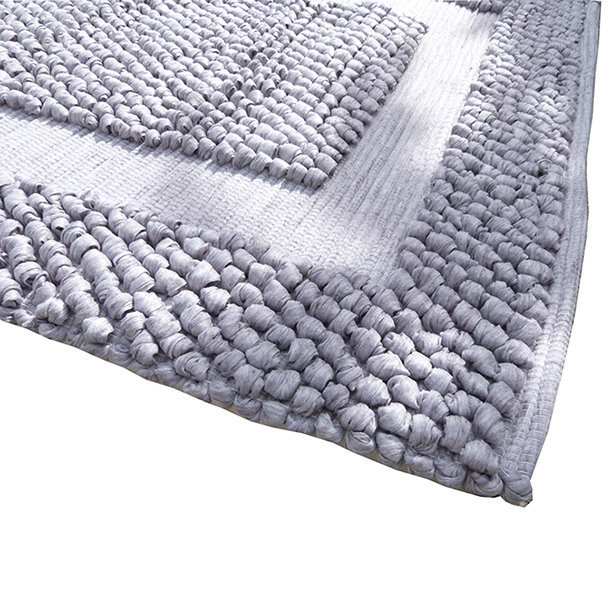Tapis salle de bain fibres recycl es coloris gris clair for Tapis salle de bain gris