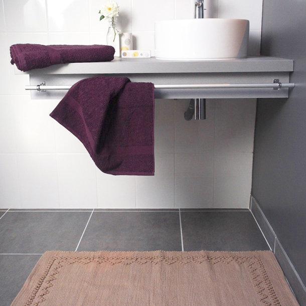 serviette de toilette coton bio coloris prune. Black Bedroom Furniture Sets. Home Design Ideas